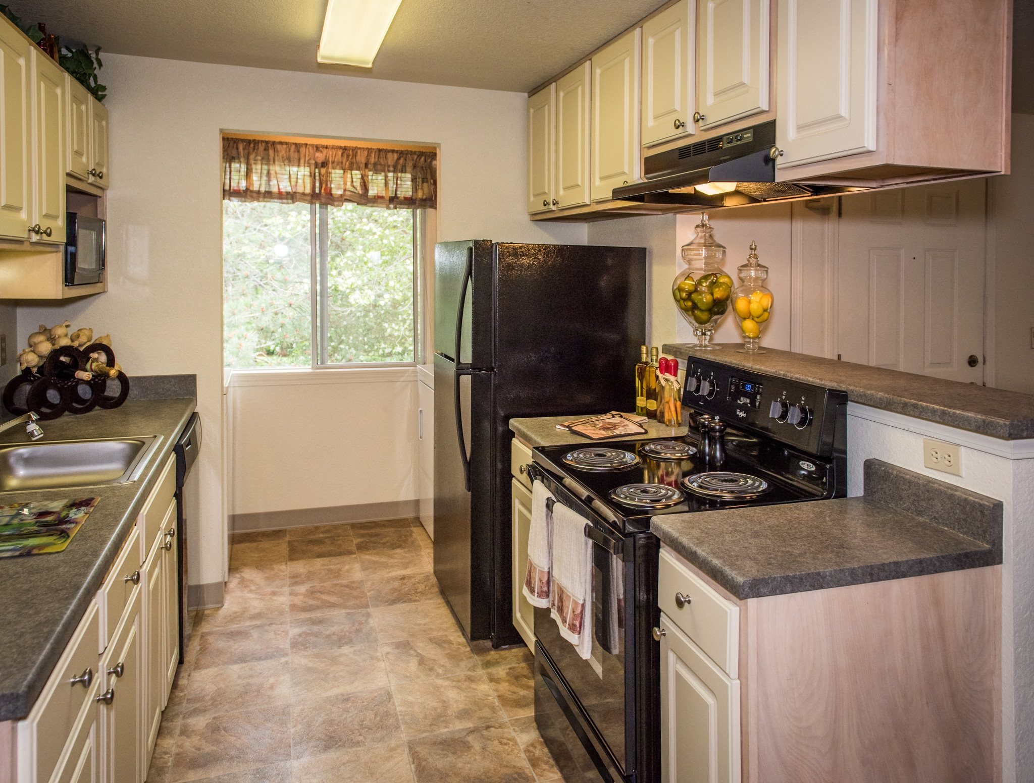 Kings Court Apartments Model Apartment Upgraded Kitchen & Window