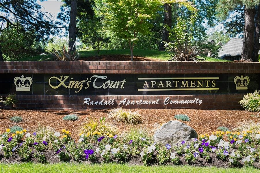 Kings Court Property Entry Monument Sign