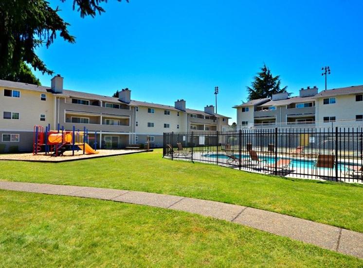 Maple Pointe Playground & Pool Exterior