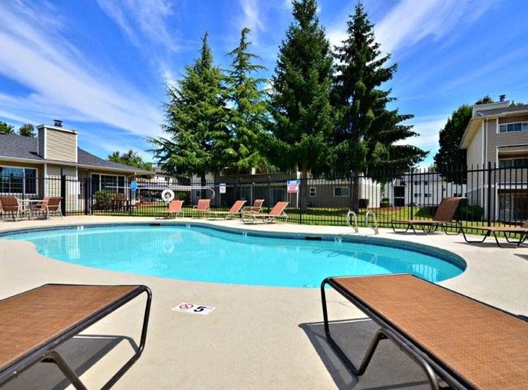 Maple Pointe Pool & Pool Furniture