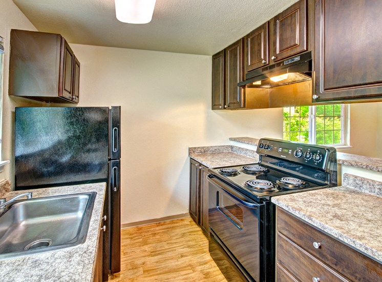 Maple Pointe Vacant Apartment Upgraded Kitchen & BVar