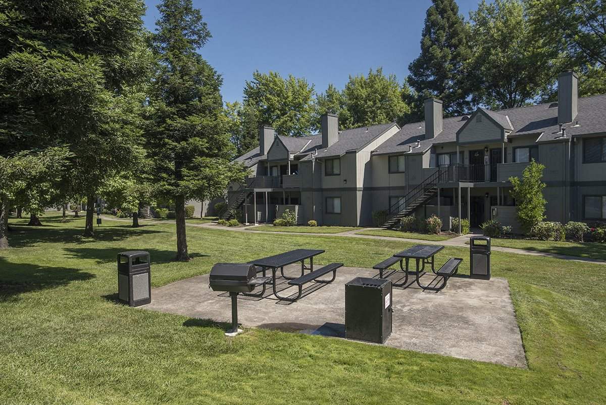 Pepperwood Roseville CA Picnic Area and BBQ & Building Exteriors