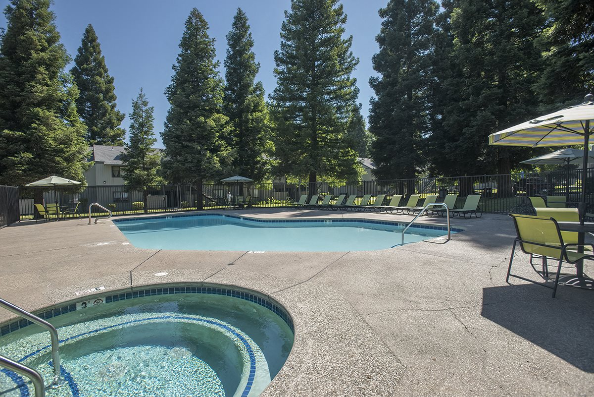 Pepperwood Apartments Pool & Spa