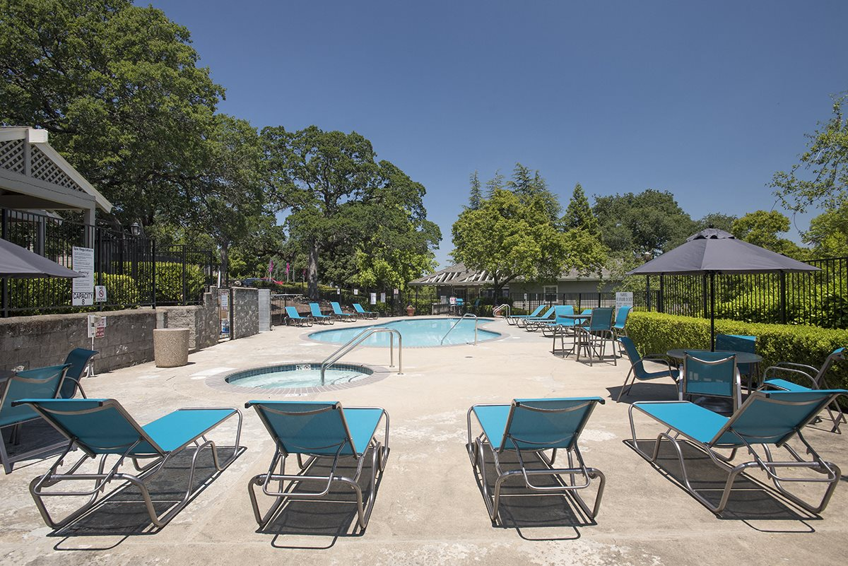 Rocklin Gold Pool Deck & Lounges