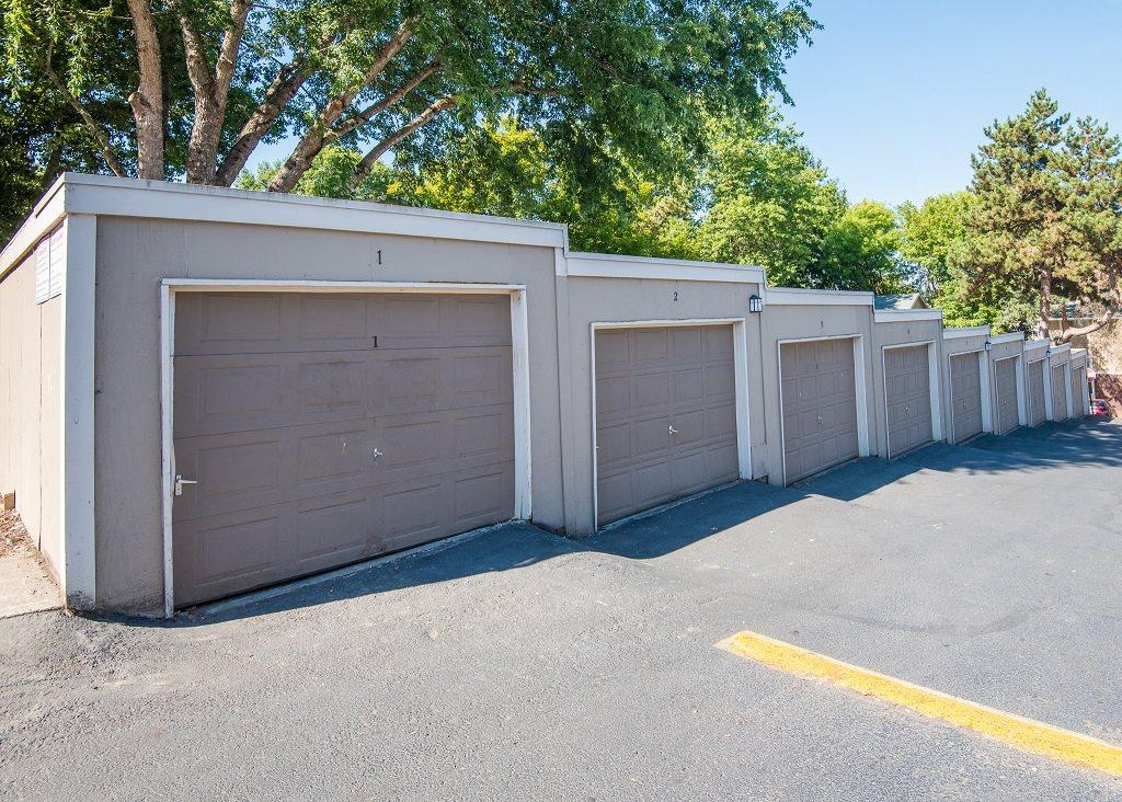 Rolling Hills Garages