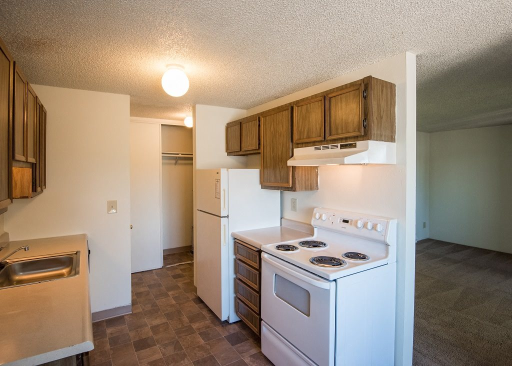 Rolling Hills Vacant Apartment Kitchen