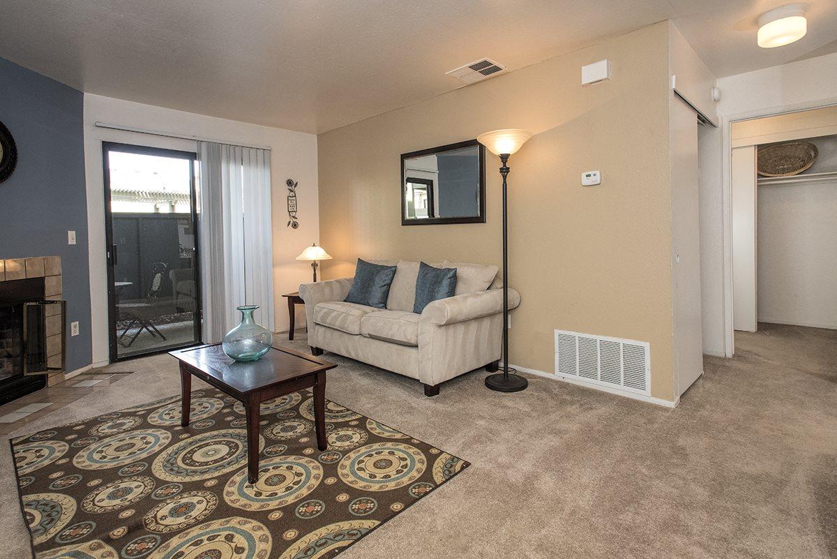 Sierra Glen Model Living Room & Hallway