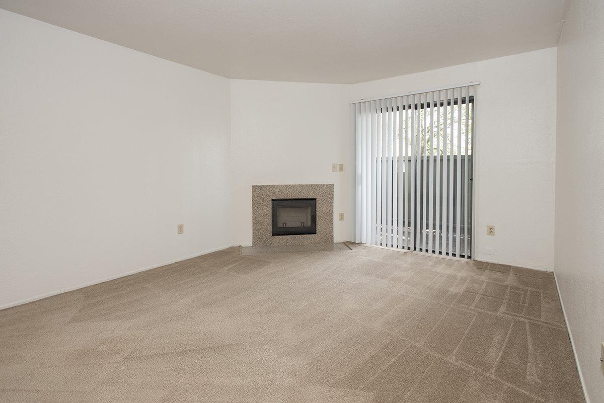 Sierra Glen Vacant Living Room & Fireplace