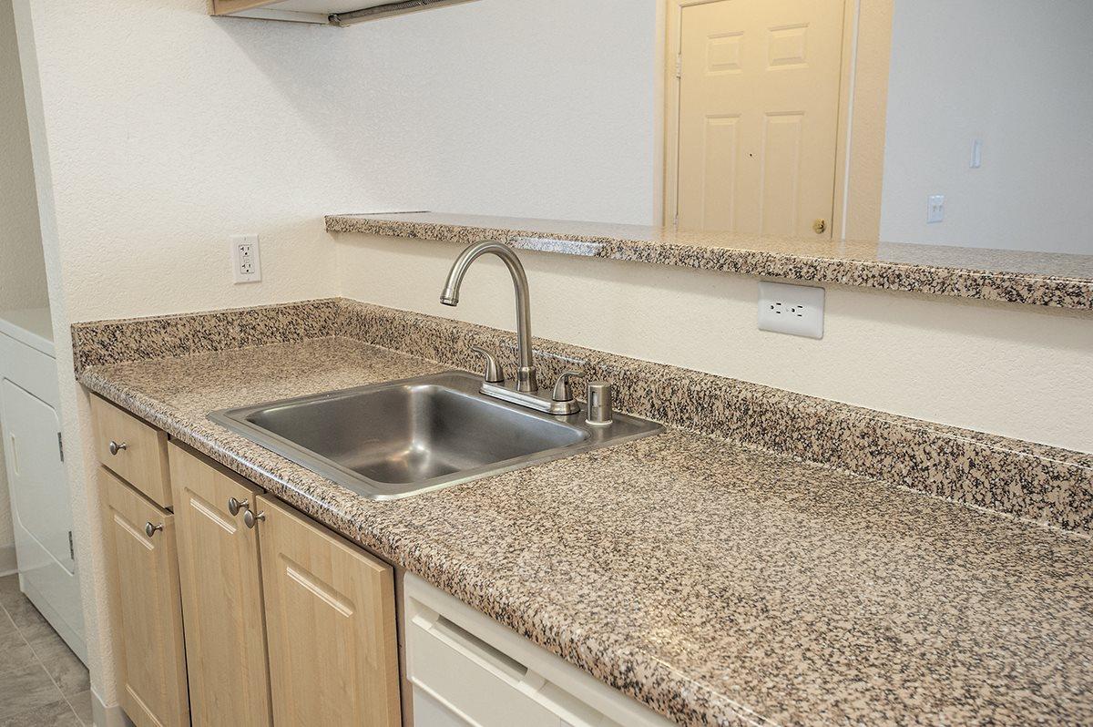 Stanford Heights Vacant Kitchen Sink & Bar