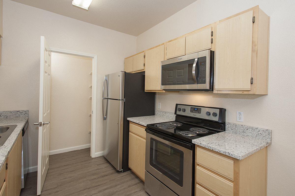 Stoneridge Upgraded Vacant Kitchen & Pantry