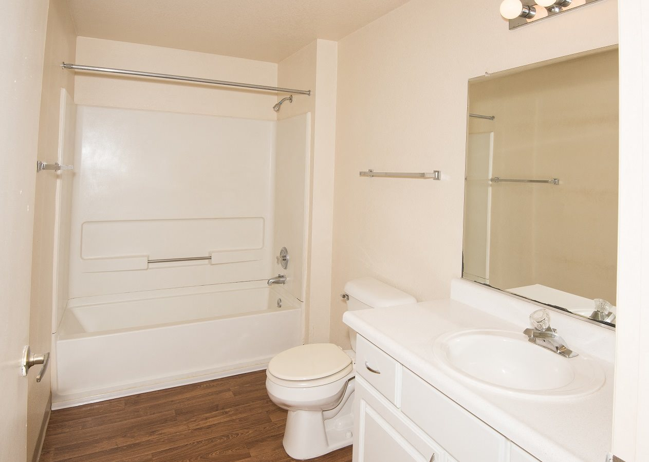 Valley River Court Vacant Main Bathroom