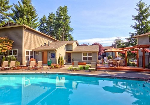 Pembrooke Apartments in Kent Washington Swimming Pool
