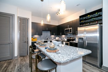 2305 Plaza Blvd 1 Bed Apartment for Rent Photo Gallery 1