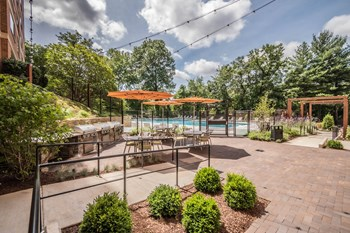1200 S. Courthouse Rd. Studio-2 Beds Apartment for Rent Photo Gallery 1
