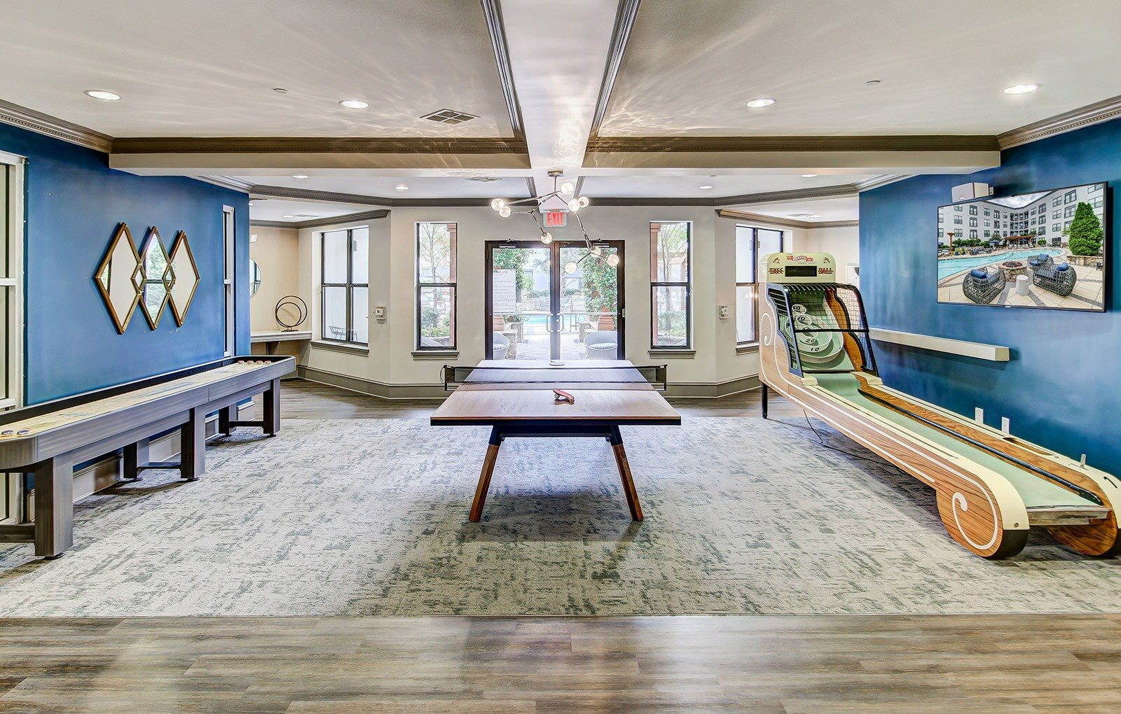 Game room with table games and modern furnishings