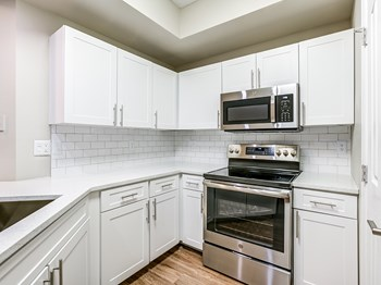 10135 Gate Pkwy N 1-3 Beds Apartment for Rent Photo Gallery 1