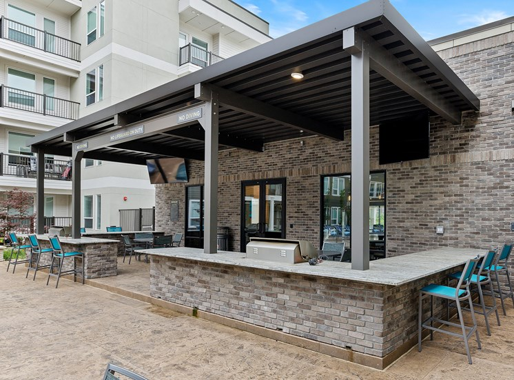 Element 25 apartments outdoor seating