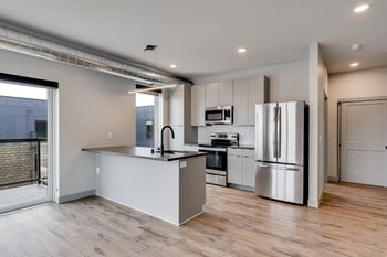 455 Snelling Ave N Studio Apartment for Rent Photo Gallery 1