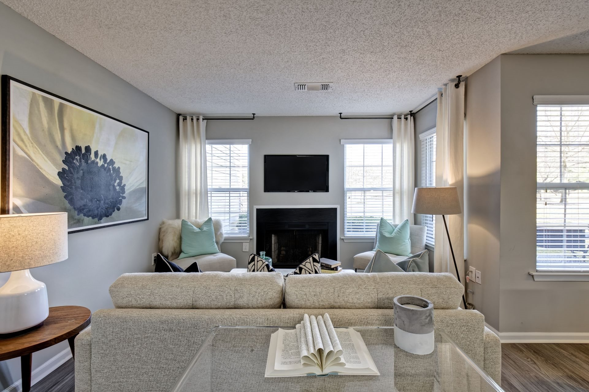 Newly Renovated 1, 2 and 3 Bedroom Luxury Apartments in Lawrenceville NJ with Open Concept Living, Wood-Burning Fireplaces, Chef's Kitchen, Stainless Appliances, Breakfast Bar, Washer Dryer -1000 Steward Crossing Way Lawrenceville NJ 08646