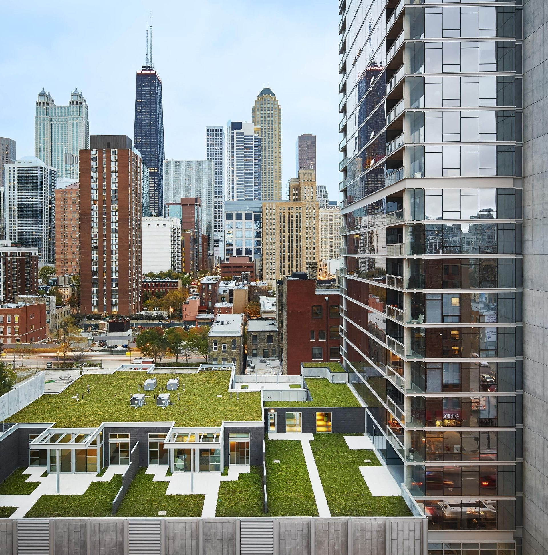 Eight O Five Apartments, 805 N. Lasalle Drive, Chicago, IL. 60610 Studio 1 and 2 Bedroom Apartments and Townhomes with City Views