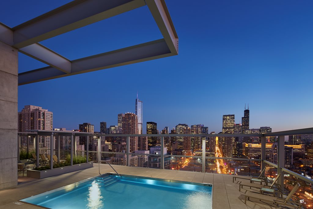 Eight O Five Apartments Chicago Rooftop with Lake Michigan and Chicago Skyline Views