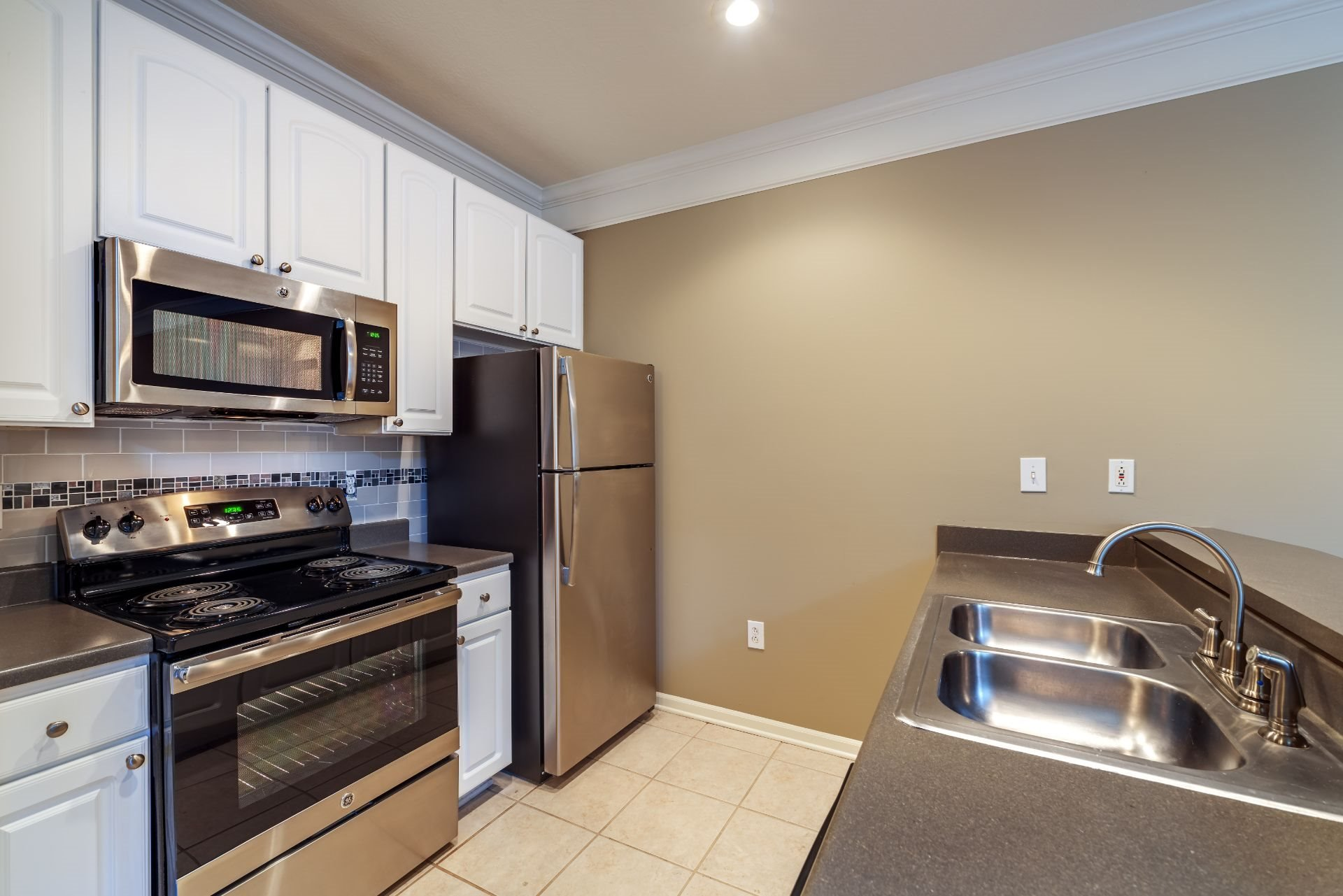 Luxury Waterfront 1, 2 and 3 Bedroom Apartments and Townhomes with Gourmet Kitchens with Stainless Appliances,  Balconies and River views,  611 E. Waterfront Drive, Munhall, PA 15120