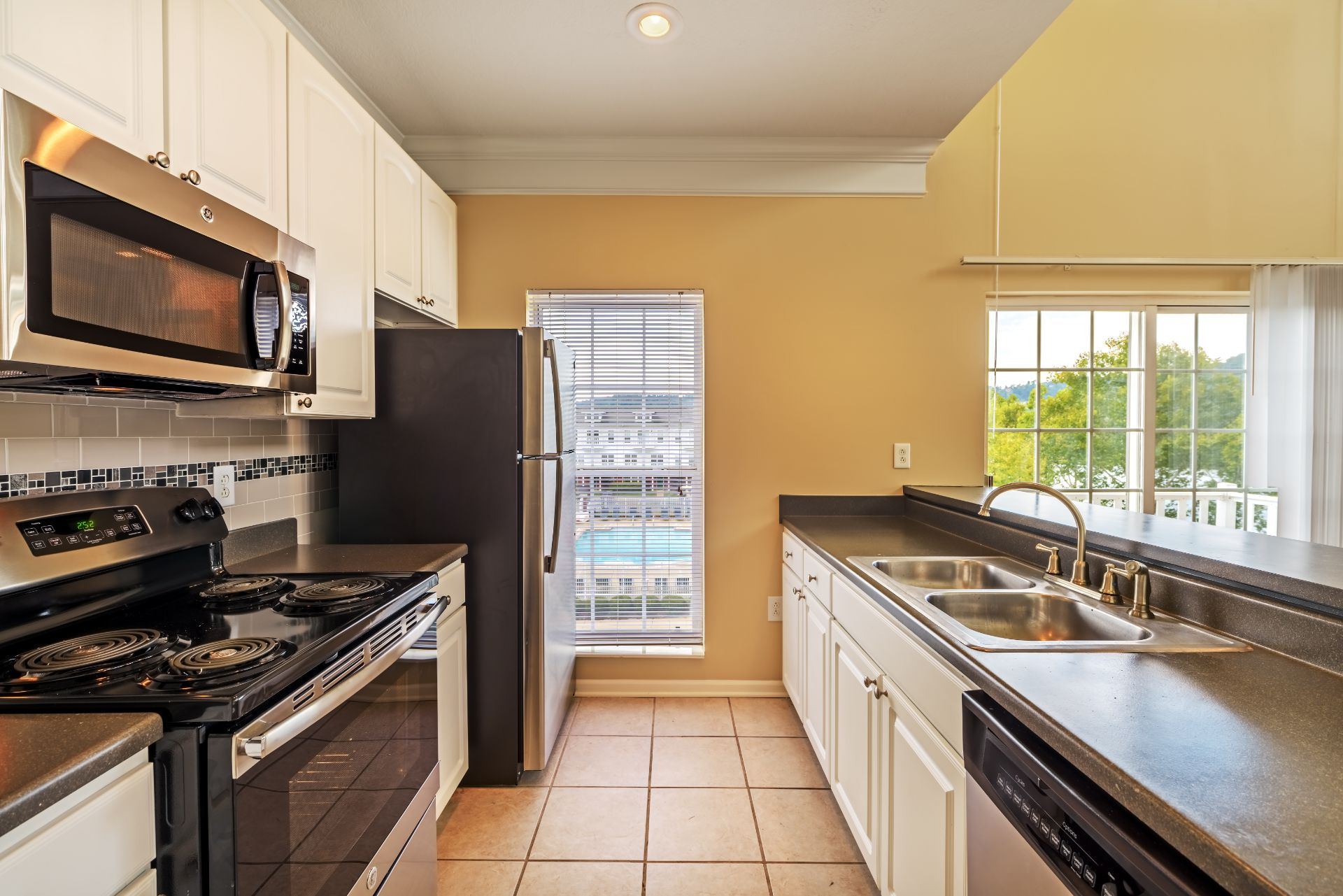 Luxury 1, 2 and 3 Bedroom Apartments and Townhomes with Open-Concept,  Gourmet Kitchens, Stainless Appliances, Washer Dryer, and River Views,   611 E. Waterfront Drive, Munhall, PA 15120