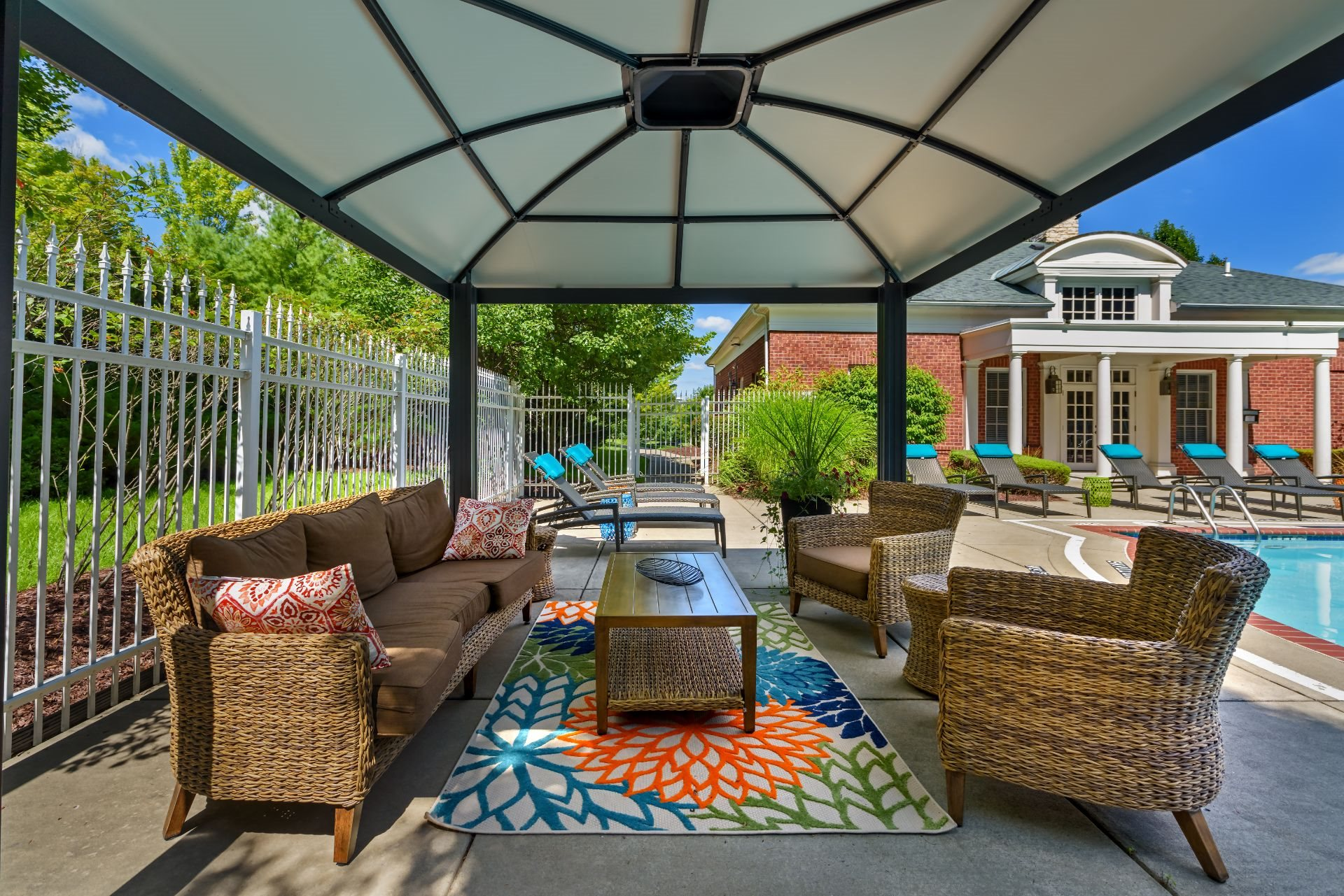 Luxury Apartments with Pool and Cabanas Christopher Wren Apartments, 501 Christopher Wren Drive, Wexford, PA 15090