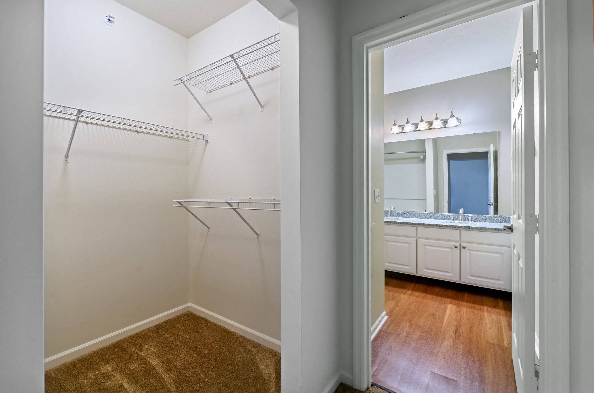 Christopher Wren Apartments  near Downtown Pittsburgh with Large Closets, 501 Christopher Wren Drive, Wexford, PA 15090