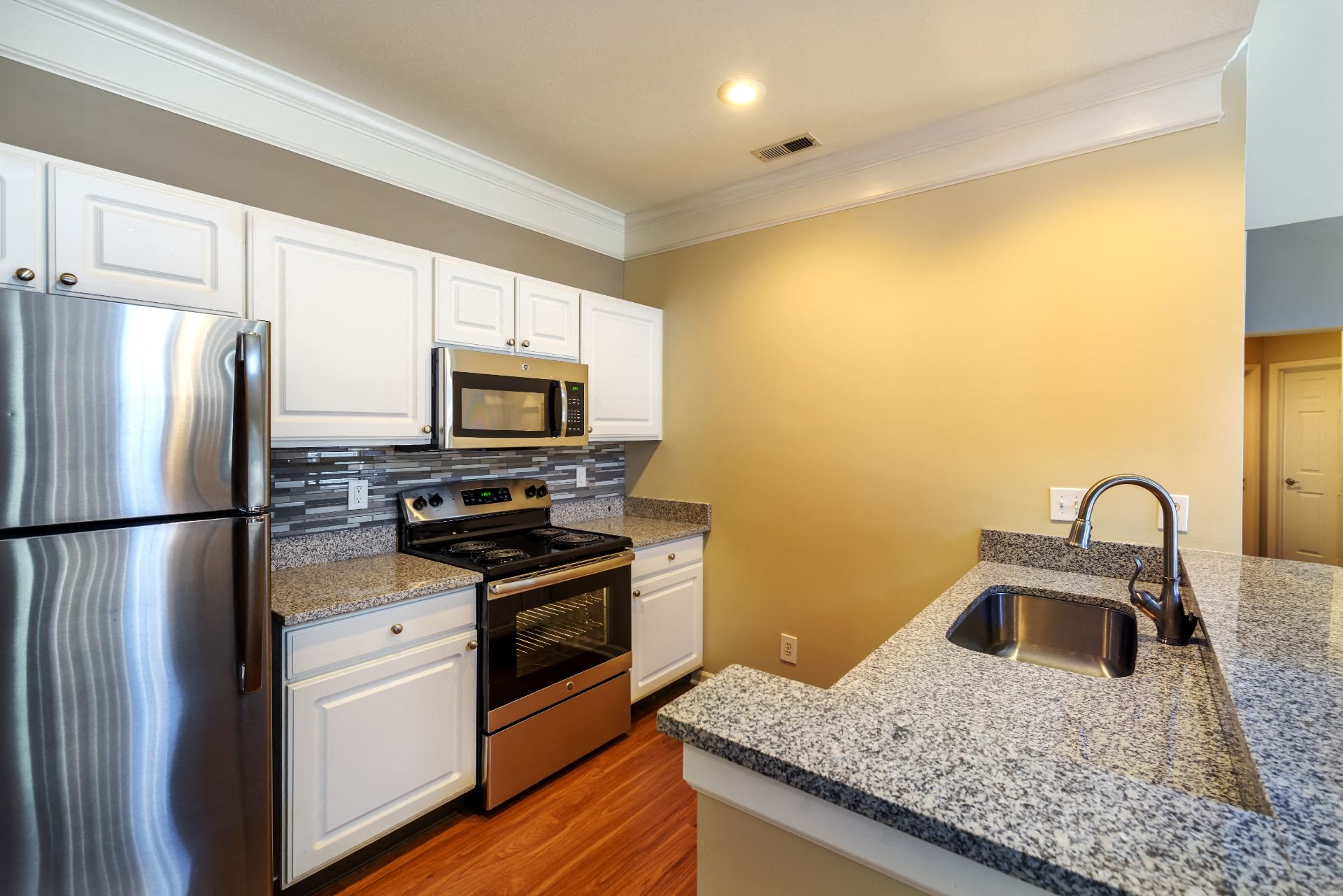 Christopher Wren Apartments, 501 Christopher Wren Drive, Wexford, PA 15090 Chef's Kitchen with Stainless Appliances