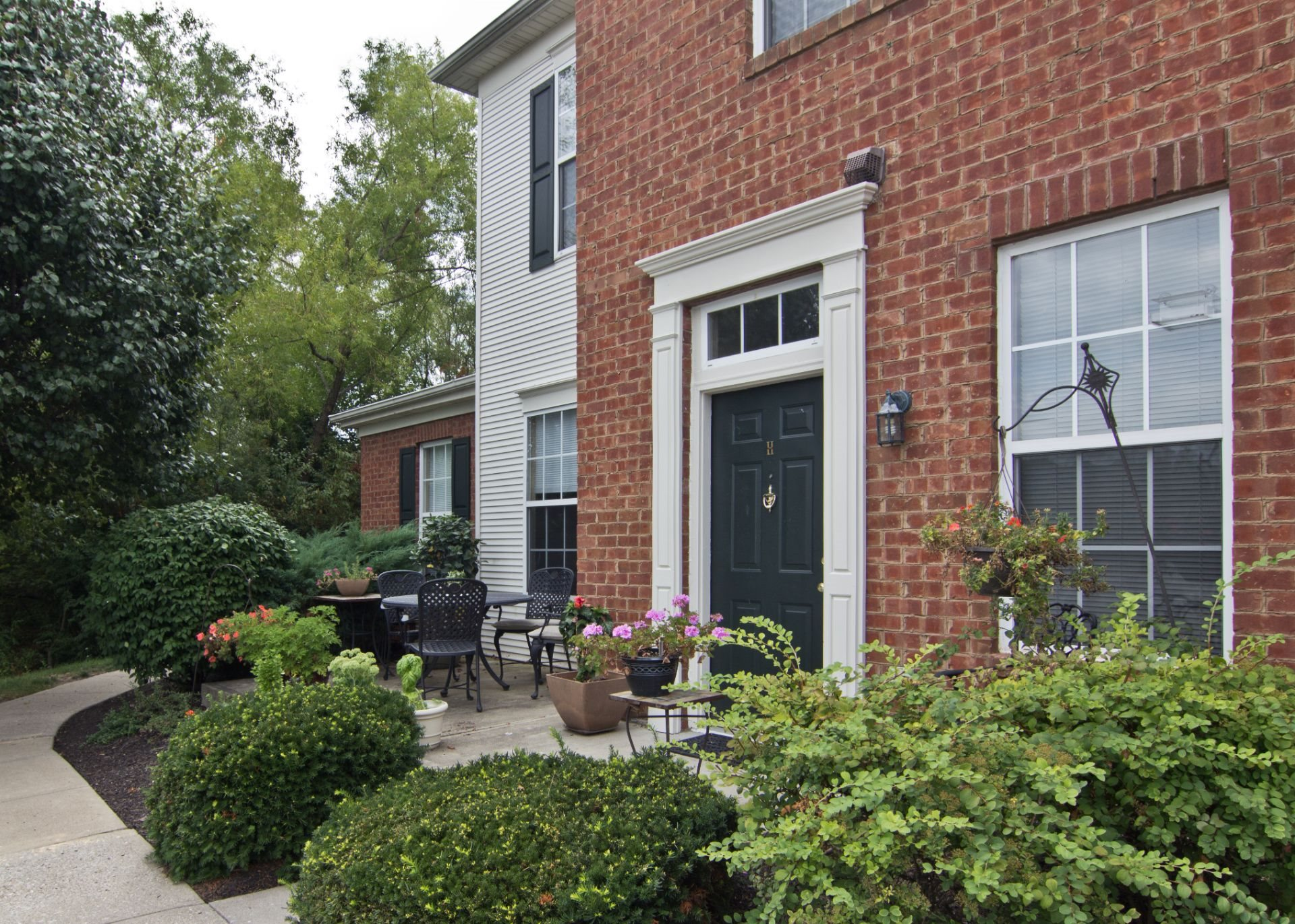 Luxury 1, 2 and 3 Bedroom Apartments and Townhomes in West Chester OH with Chef's Kitchen--The Preserve at Beckett Ridge Apartments and Townhomes-2515 Fox Sedge Way, West Chester OH 45069