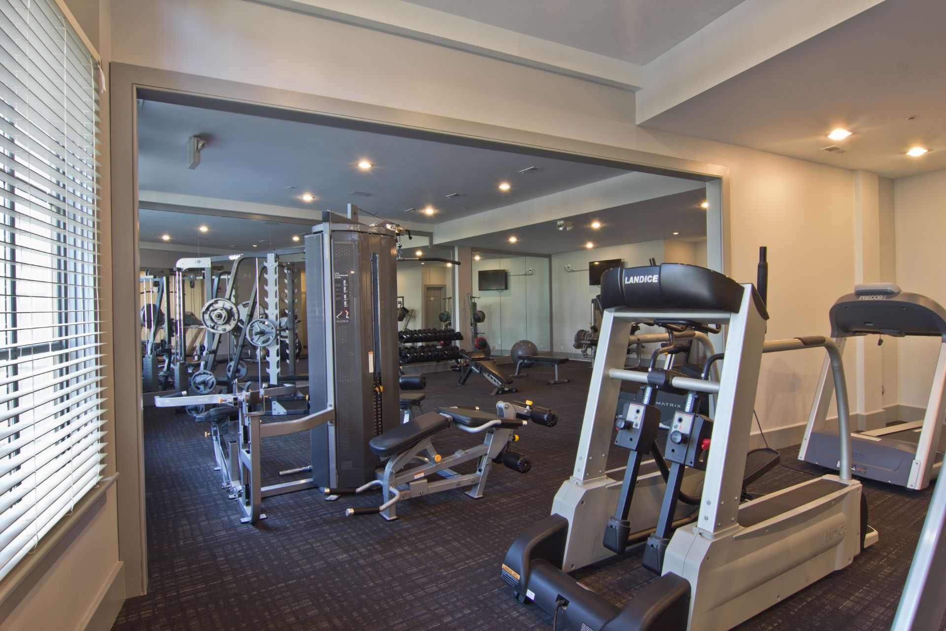 Easton Commons Apartments and Townhomes with Fitness and Cardio Center 4011 Easton Way Columbus OH 43219