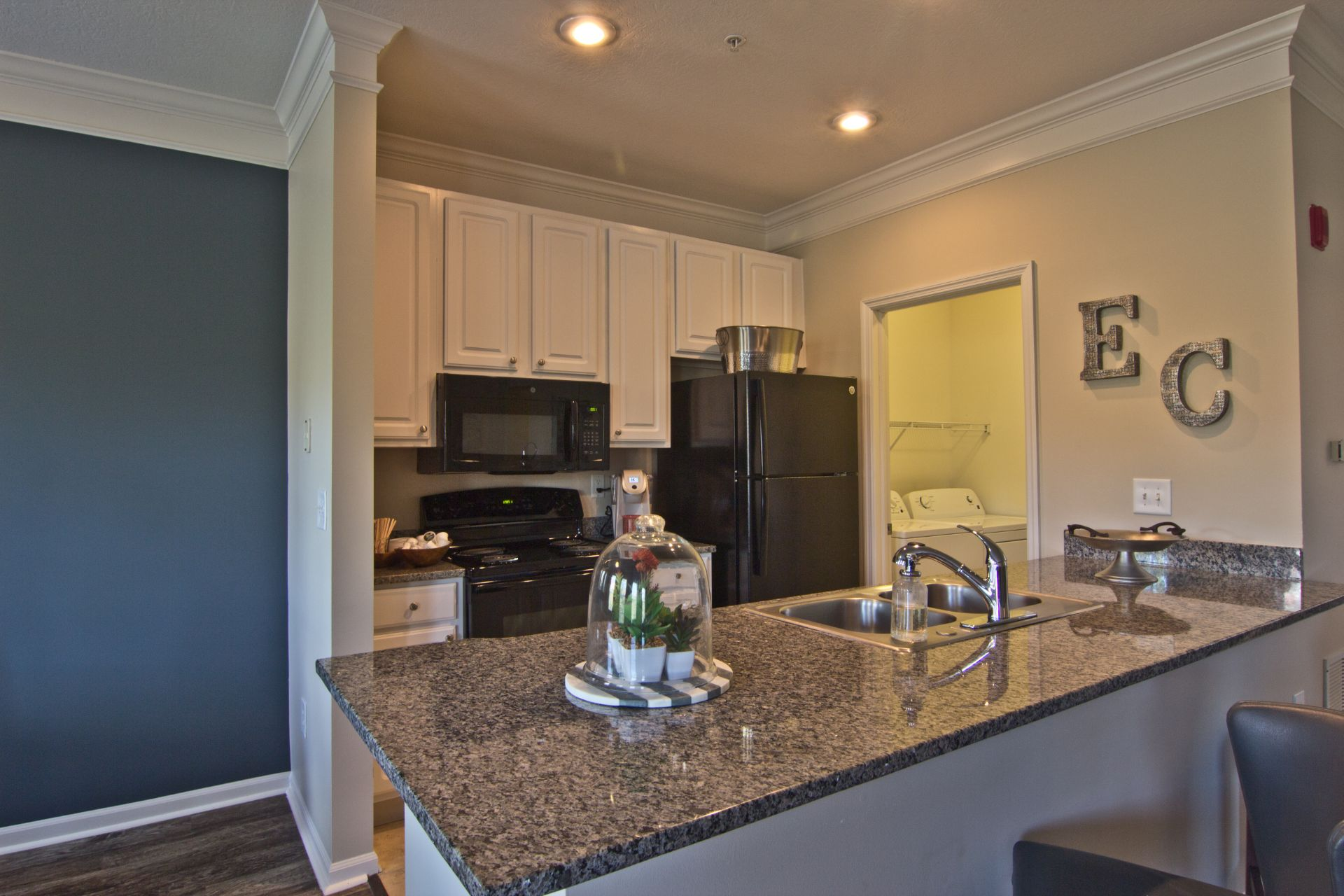 Luxury 1, 2, 3 and 4 Bedroom  Apartments and Townhomes with Modern Kitchens and Washer-Dryer near Easton Town Center in Columbus OH  4011 Easton Way Columbus OH 43219 Easton Commons
