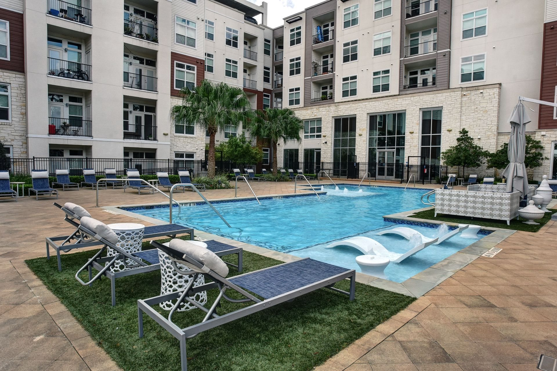 Swimming Pool And Sundeck at Vargos on the Lake, Houston