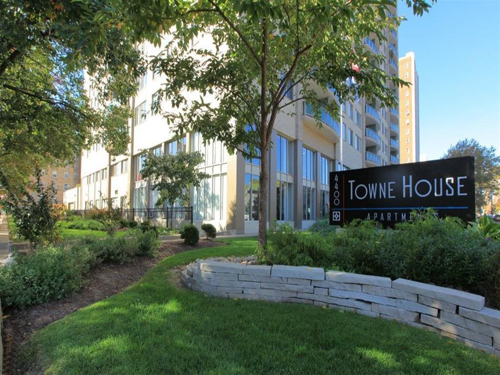 Green Space Signage at Towne House, St. Louis, MO, 63108