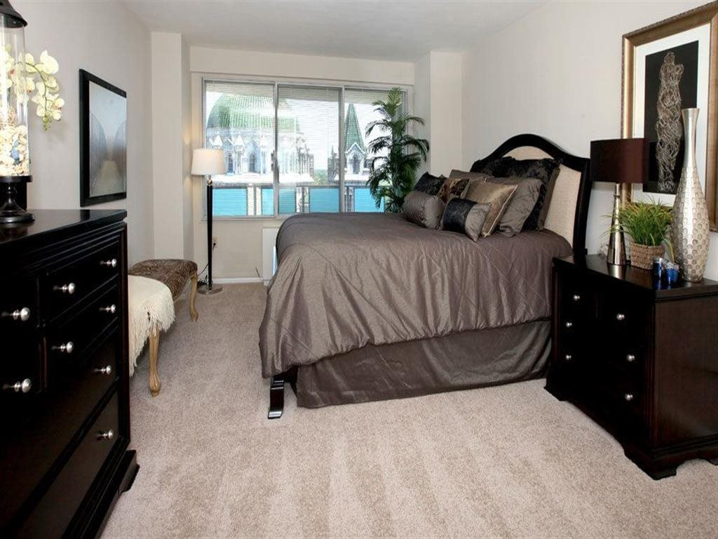 Beautiful Bright Bedroom With Wide Windowsat Towne House, St. Louis, MO