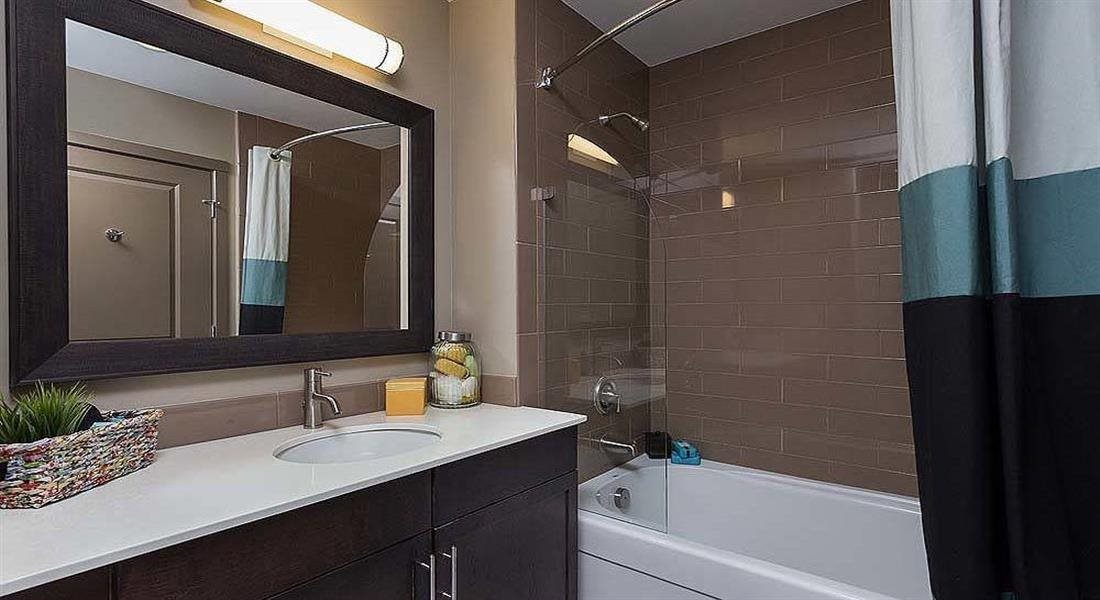 Bathroom With Bathtub at Berkshire Riverview, Austin, TX