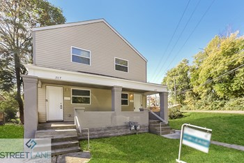 2115 Margaret Ave 2 Beds House for Rent Photo Gallery 1