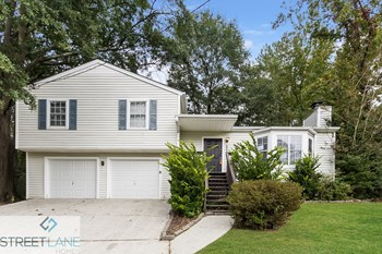6000 Brookside Drive SE 3 Beds House for Rent Photo Gallery 1