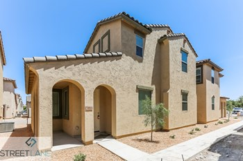 5464 W Fulton St 3 Beds House for Rent Photo Gallery 1