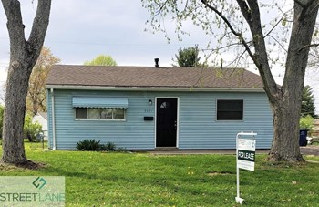 3087 Huntington 4 Beds House for Rent Photo Gallery 1