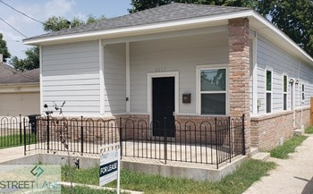 8017 Comal St 4 Beds House for Rent Photo Gallery 1