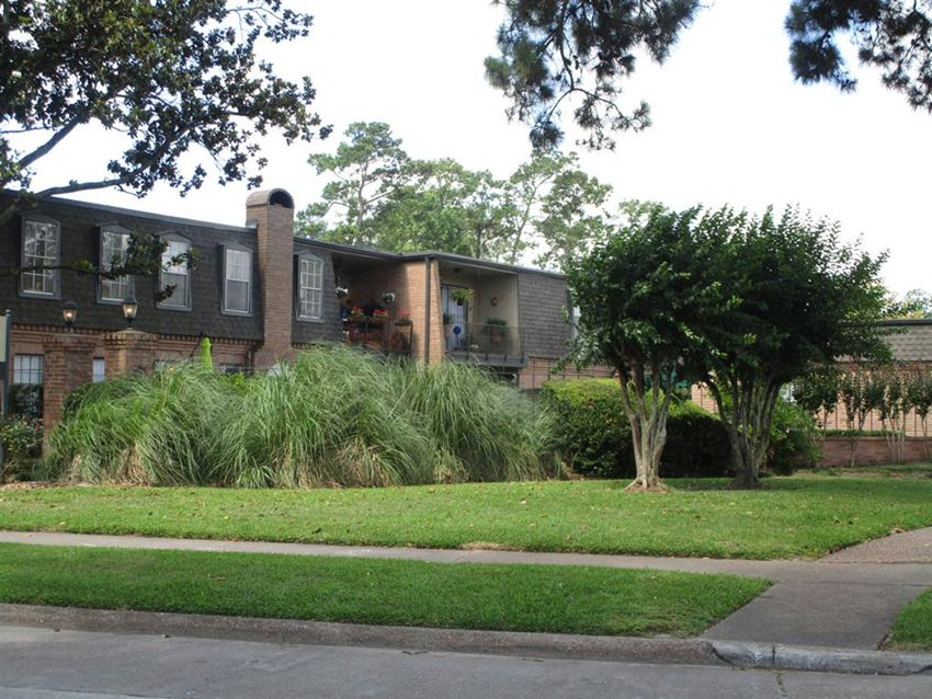 Lush Green Outdoor Spaces at Longfellow Apts, Beaumont, 77706