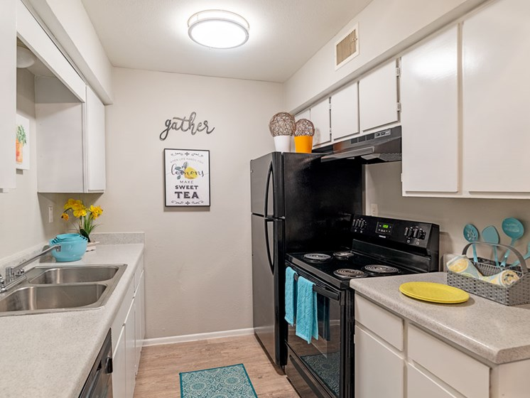 Fully Equipped Eat-In Kitchen at Summerstone Apartments, Victoria, 77901