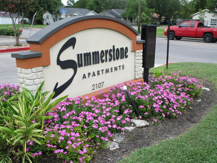 Welcoming Property Sign at Summerstone Apartments, Victoria, TX