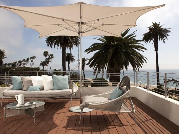 Stainless steel balcony railings to maximize ocean views at 301 Ocean Ave, Santa Monica, California