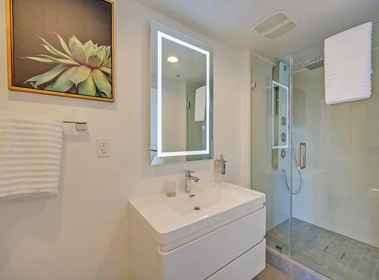301 Ocean_Unit Bathroom, Santa Monica