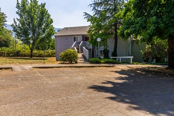 721 SE Meadowlark 1-2 Beds Apartment for Rent Photo Gallery 1