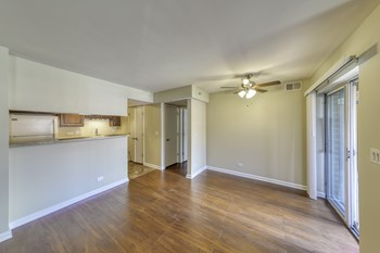 2400 S Goebbert Rd 2 Beds Apartment for Rent Photo Gallery 1
