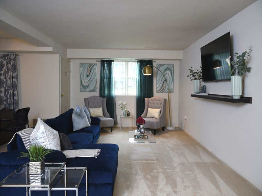 Carpeted living room at Deer Park Apartments